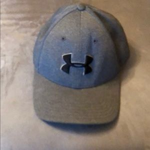 Under armor gray hat. Size large/XL